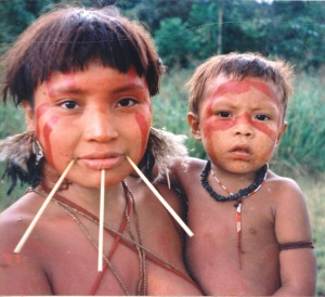 1024px-Yanomami_Woman_&_Child