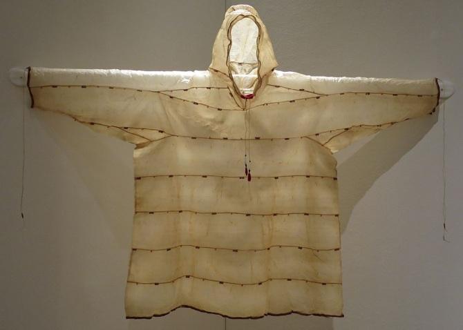 Summer_dried_seal_gut_parka,_Aleutian_Islands,_Yupik,_20th_century,_Honolulu_Museum_of_Art,_2014-25-01